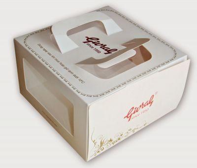 In hộp giấy có kiếng đựng bánh kem